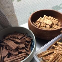 4月 天然酵母を使用したクラッカー(イタリアの焼き菓子)