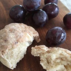 10月パン 巨峰ココナッツメロンパン