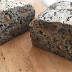 6月パン 玄米100%(ほうじ茶イチジク入り)
