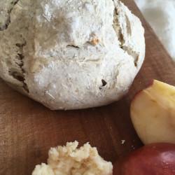 11月パン ゲルステンブロート(こぼれ梅+ドライリンゴ)