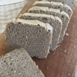7月パン 蕎麦100%ブレッド