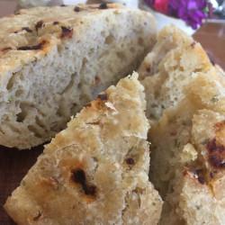 12月パン focaccia(九条ネギ+ドライトマトのフォカッチャ)
