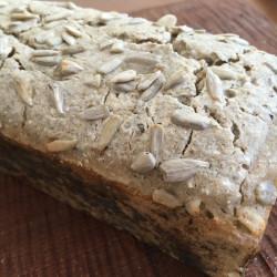 4月パン 蕎麦100%(ひまわりの種)ブレッド